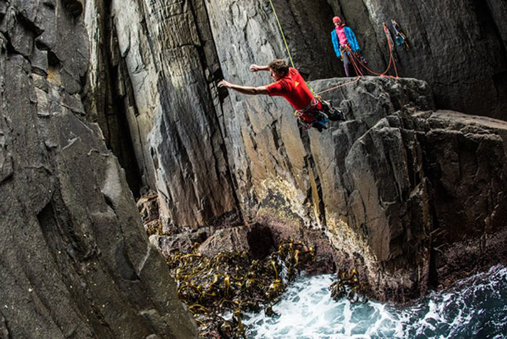 Ben Rueck and Mayan Smith-Gobat Climb the Tasmanian Totem Pole