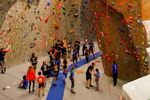 5 Must-Know Etiquette Rules for the Climbing Gym
